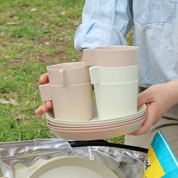 ちょっとしたつまみが使いやすくアクセントにもなっているカップです。取っ手が付いているのに、スタッキングが可能なのがうれしいです。250ml入ります。