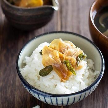 こちらも佃煮というより炒め煮に近いレシピですが、ししとうではなく生姜が主体なのでちょっぴり大人向けかもしれません。