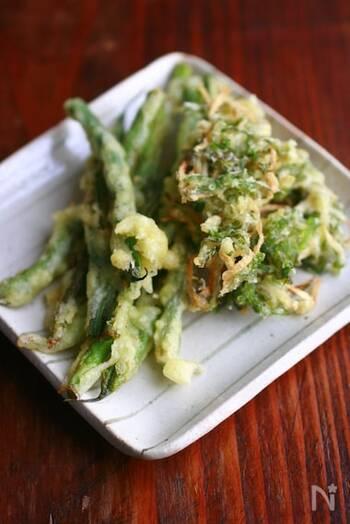 夏野菜は天ぷらにするとおいしいのですが、意外に揚げ物のタネになりにくい生姜が楽しめるのもみずみずしい旬の時期だからこそ。だし茶漬けにもよく合う味です。