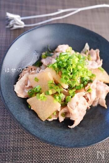 あっさりとしたおつまみの気分の時のおすすめは、豚バラ大根。麺つゆを使った簡単レシピ。栄養バランスもよく重たくなりすぎず、さっぱりと食べられますよ。