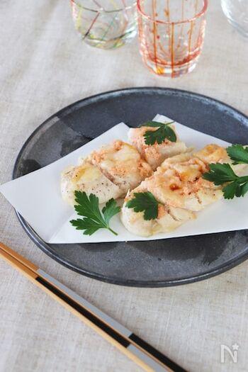 鶏のささみに明太マヨ&チーズをトッピングして、トースターでこんがりと焼き上げたヘルシーなおつまみ。ボリュームたっぷりなのに低カロリーなのが◎ 明太子のちょっぴり塩辛い味わいが日本酒の味を引き締めてくれます。
