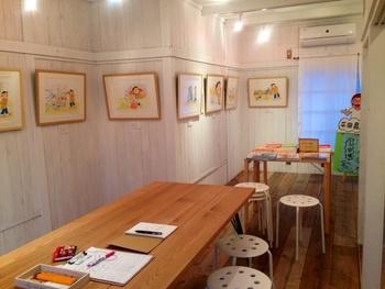 2階はギャラリーになっていて、絵本の原画展などを月替わりで開催されています。ぜひこちらものぞいてみてくださいね。