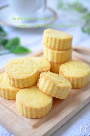 サクサクのスコーンがバターなしで作れるのは嬉しいですね♪さらに米粉を使っているので、グルテンフリースイーツをお探しの方もぜひ参考にしてみてください。絹ごし豆腐を水切りせずに加えるのがポイント。素材の自然な甘さを味わえるスコーンです。