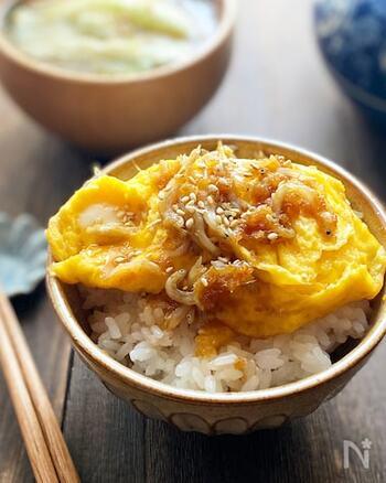 ちょっとしっかりめに食べたい時には、卵のしらす入り生姜焼きはいかがですか?ご飯に乗せて食べても、そのまま食べてもOK!生姜とごま油の香りが心地よい絶品レシピです。