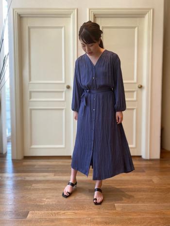 清潔感があって、清々しいイメージを作ることができる青いスカート。お気に入りの青いスカートがあれば、今年の暑い夏も乗り切れそう*