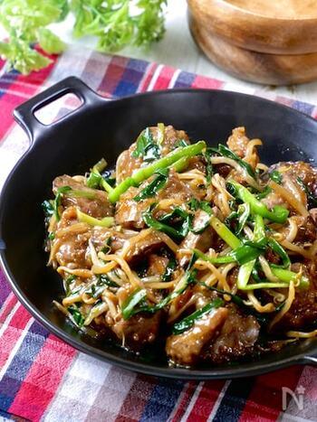 鶏レバーで作るリーズナブルなニラレバ炒めのレシピ。鶏レバーは臭みがあまりないため、レバーが苦手な方でも美味しくいただけそうですね。鶏レバーの下処理を丁寧にしておけば、あとは炒めて味付けするだけでOK!