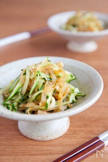 中華料理はこってり系が多いので、あっさり系のレシピをマスターすればバランスのいい献立が完成。サラダなら、中華以外の献立のアクセントとしても利用できます◎ クラゲならではのコリコリ感ときゅうりのシャキシャキ感がたまらない一品です。