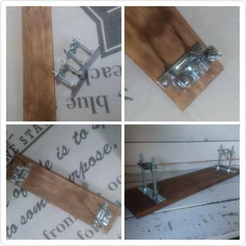 【材料】 ・フロアバンド ・木材 ・ビス ・塗料やニス(お好みで)  メインで使用する材料は、フロアバンドと木材だけです。木材は好みのサイズでOK。やや厚めのものを使うと、安定感と重厚感が出ておすすめです。