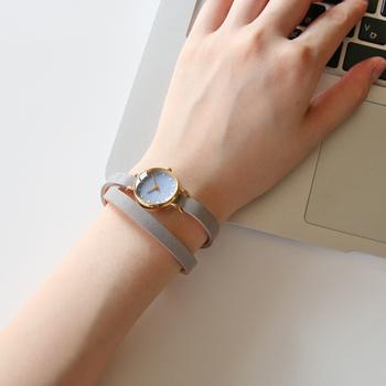 自分の手元は、顔周りに比べて目に付きやすいもの。気に入った腕時計が仕事中に目に入れば、もっと仕事を頑張れそうですね。