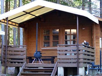 富士山が近く新鮮な空気にグッとアウトドア気分に浸れる山梨県のキャンプ場。レンタル品が充実しているので、キャンプ用品を揃えなくても体験できる初心者に嬉しい施設です。