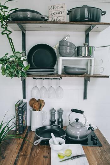 一言で片手鍋と言っても、素材によってその特徴が変わります。用途を間違えると、お料理の仕上がりはもちろん、お鍋そのもの寿命を短くしてしまうことも。大まかで良いのでそれぞれの素材の特徴をふまえて、ご希望の用途に合ったアイテムを選ぶ様にしたいですね。