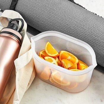環境に配慮し、アメリカで誕生したシリコーンゴム素材の保存容器です。使い捨てのプラスチックバッグ感覚で使えて、何度も再利用が可能。食洗器もOKなのでお手入れも簡単です。