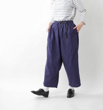 ふっくらとしたシルエットと9分丈の丈感で、ゆったりとした着用感のバルーンパンツ。コットンとリネンのミックス素材で、春夏にぴったりな生地感。