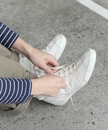 いかがでしたか。ずっと長く使えるジャパンメイドの白スニーカー。あなたの毎日に寄り添うような、お気に入りの一足を見つけてみてくださいね。心も軽やかに、春の陽射しの中へお出かけしましょう♪