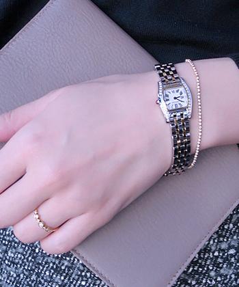 時間を大切にするという心を込めて、時計はとくに丁寧に扱う姿勢を貫きましょう。使い終わったら、布でやさしく拭き、決められた場所に美しく保管します。手入れの行き届いた時計は、その人自身の信頼感を増してくれます。