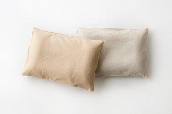 カバーは、「和紙」と「熊笹」それぞれの長所を融合させて誕生した生活素材「ささ和紙」で作られているから、サラサラの肌触り。ささ和紙の特徴である抗菌防臭効果と清潔をキープできます。
