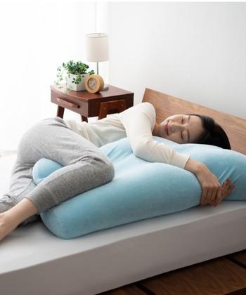 幅も約80cmと大きいので、脚だけではなく、仰向けやうつぶせ寝用の枕としても使えます。