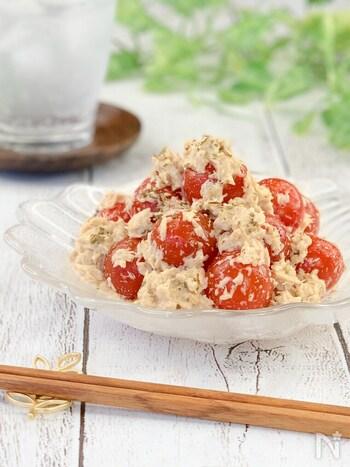 こちらはミニトマトとツナを味噌とマヨネーズで和えるだけの速攻レシピ。  包丁とまな板を使わないレシピをいくつか持っていると時間がない日でも焦らず食事の用意ができますよ。