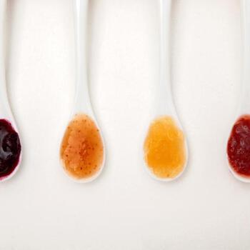 ブルーベリーやいちじく、りんご、いちごなど、どれも自然の優しい色合いで、それぞれの酸味や甘味を堪能できますよ。