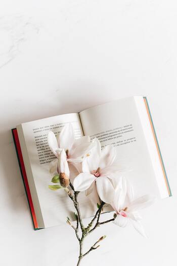 別れの場面や大切な人へ。手渡したい「本」の贈り物
