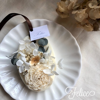 サシェから進化したアロマワックスサシェなら、見た目も華やかで飾りながら香りが楽しめます。ナチュラルでエレガントな雰囲気が素敵ですね。