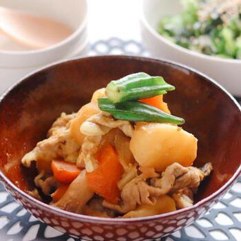 ケイジャンスパイスは、なんと和食にも使えます。いつもの肉じゃがも、ケイジャンスパイスを加えることで、ちょっと刺激的で新鮮な味に。うまみスパイスなので、間違いのない風味に仕上がります。