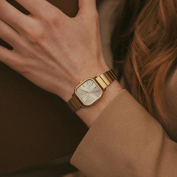 また、素敵な腕時計を身につければ、休日のおでかけもきっとより楽しいものになるはず。今回は、自分の気分を上げてくれる素敵な腕時計をご紹介します。