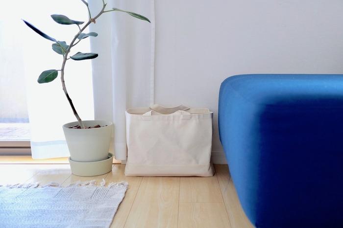 とにかくシンプル。でも、使い勝手はしっかり考えられた無印らしい収納トート。お部屋においてあっても、良い意味で目立たずに馴染んでくれます。