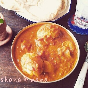 卵カレーは、お腹を空かせて帰ってきたこどもに、インドのお母さんがささっと作ってあげることも。茹で卵を入れるので、具材を入れて煮込む必要がなく、時短になります。