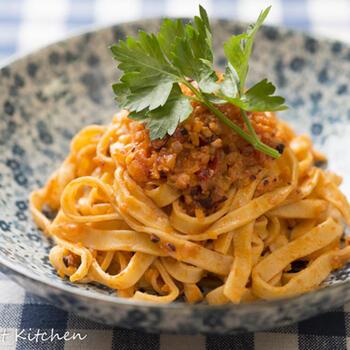 """ラグーとは、イタリア語で""""煮込む""""という意味。お店などでお肉のラグーソースをよく見かけますが、本場では魚介のラグーソースもよく作られます。こちらは、タコのラグー。ヘルシーで、噛み応えもあっておすすめです。"""