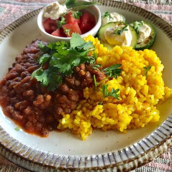 動物性の食材や小麦粉、米粉も使わないレンズ豆カレー。ポイントは人参の搾りかすを使うことと赤味噌を入れること。食物繊維がたっぷり摂れて、腸内環境改善にもぴったりです。