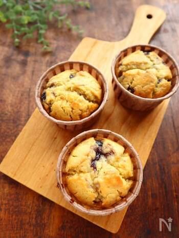 「ブルーベリーの美味しさが際立つお菓子」の代表格、マフィン。牛乳と砂糖の代わりに甘酒を使えば、ヘルシーに。ホットケーキミックスとブルーベリージャムを使うと誰でも簡単に作れます。