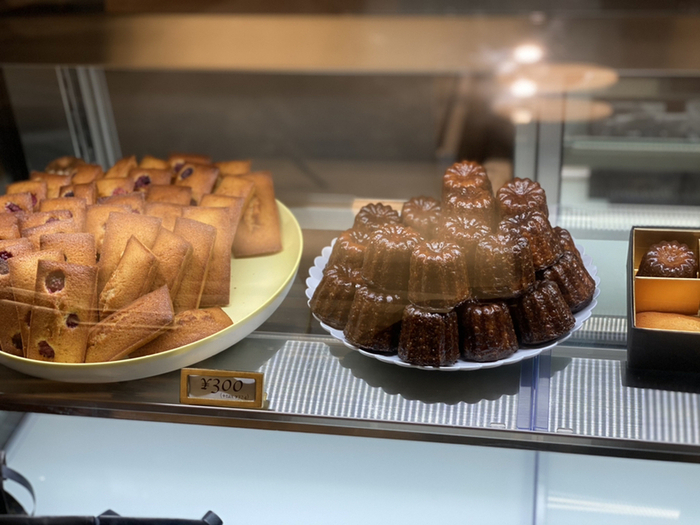 そしてフランス産の高級バターをたっぷり使ったカヌレは、香りも豊で絶品。程よい甘さのフィナンシェと一緒に、贅沢なティータイムを楽しまれてみてはいかがでしょうか。カヌレはオンラインショップでも購入できます♪