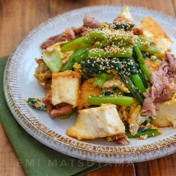 チャンプルーをはじめ、野菜炒めやチャーハンなどの炒め物と野沢菜は相性抜群!油を吸ってしんなりした野沢菜は、よりご飯がすすむ味わいに。
