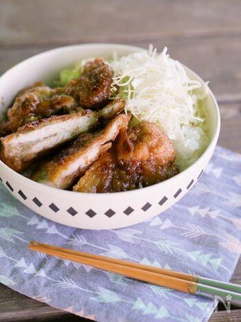 山賊焼きは漬け込むタレにスパイスやコチュジャンなどを入れて、好きなタレを作れるのが魅力のひとつ。こちらは山椒を入れてピリッと仕上げた風味豊かなレシピです。