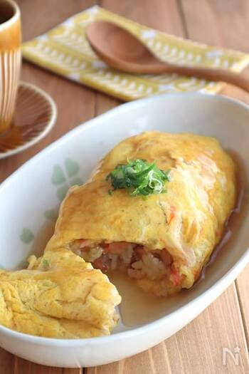 食べ応えのある中華あんのオムライス。優しい味わいでありながら、ボリューム感もあるので満足度も◎カニカマを使うことで、お手軽にかに玉風の味に仕上がります。コスパもよしの一品です。