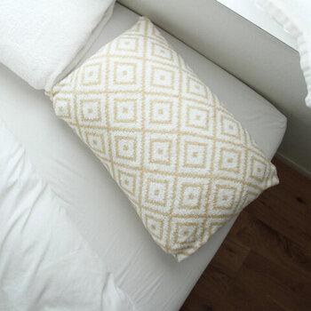眠っている間、肌に触れ続けている枕カバー。ふわっふわなタオル素材の「CUOL(クオル)」なら、肌を優しく労わるのはもちろん、髪の摩擦も軽減しながら心地よい睡眠をサポートしてくれます。