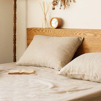 ヨーロッパ産の上質なリネン100%で作られた「Fab the Home(ファブザホーム)」の枕カバーです。素材の色をそのまま生かしたナチュラルカラーは、どんなインテリアとも相性抜群。