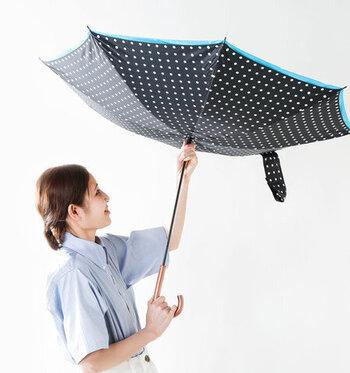 雨水がこぼれにくい設計なうえ、柔軟な材質のグラスファイバーを使い、風速15mまで耐えることができる耐久性のよさも魅力です。おしゃれなだけではない丈夫な傘を求める方におすすめです。