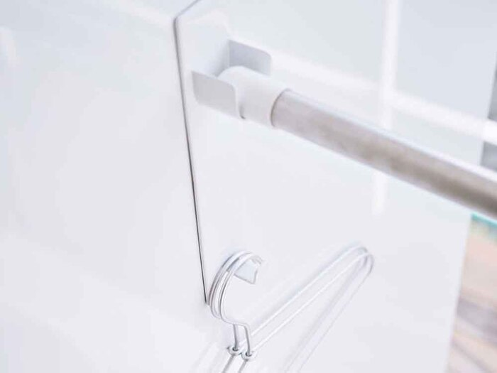 浴室乾燥を活用したい方には、バスルームに設置できる物干しアイテムがおすすめ。こちらはマグネットで壁にペタッとつけるだけで、物干し竿を設置できるホルダーなんです。