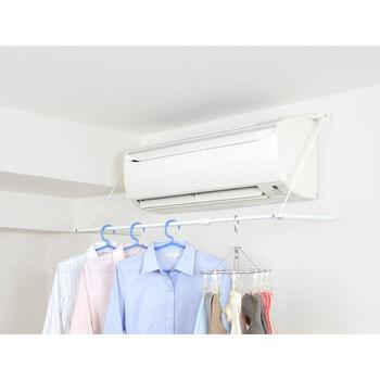 エアコンに引っかけるだけで設置ができる、ハンガーラックです。除湿の風や暖房がしっかりと洗濯物に当たるので、場所を取らずに素早く乾かしてくれます。壁を傷つけずに簡単に設置できるので、賃貸でも使用できますよ。