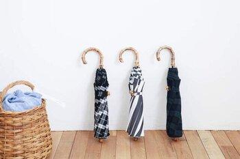 「utilite(ユティリテ)」の晴雨兼用傘は、チェック、ストライプ、トラッド柄の3種類。どれにしようかな、と選ぶのが楽しくなるような愛おしいデザインです。