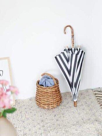 「utilite(ユティリテ)」の長傘はスラッとしたシルエットが印象的。さりげない存在感とずっと使える上品さは、ちょっとしたお出かけのお供に手に取りやすい国産の洋傘です。