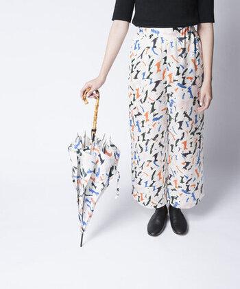 思わずハッとさせられる、スタイリッシュで洗練されたデザインが特徴の「TRICOTE(トリコテ)」の傘。紫外線の遮蔽立率が90%以上という点も嬉しいポイントです♪