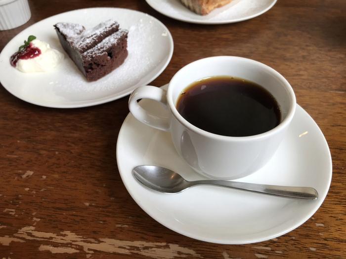 「ケイトブレンドコーヒー」は、甘みのあるマイルド、軽い口当たりのライト、苦みをきかせたビターの3種類。その日の気分に合わせて、コーヒーの味わいを楽しみましょう。