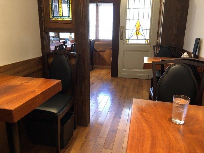 店内は、静かで落ち着いた空間。店内はマスターが淹れるコーヒーの香りに包まれ、ゆったりとした時間を過ごすことができます。