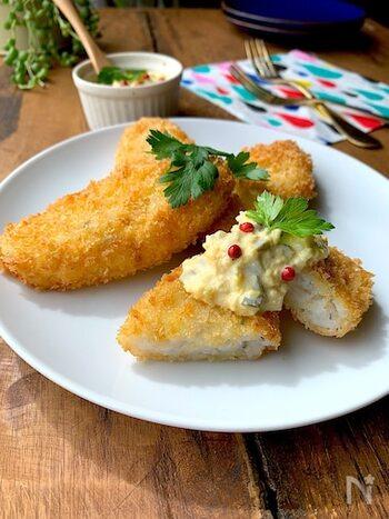 ちょっと変わった所では、はんぺんにタラの身を混ぜてフライにするレシピもあります。臭みのない練り物に本物の魚を混ぜてあるので、魚を食べて慣れていない小さなお子さんだけでなく、魚の骨が気になるときにもうれしいレシピです。