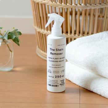 自宅にシミ取り専用の洗剤があれば、さらに簡単にシミを落とすことができます。 こちらは、幅広く様々な汚れを落とすことができる部分洗い漂白剤。シミに直接スプレーしたら汚れの周りを細かくつまみ洗いして、汚れを浮かび上がらせ、そのあとはいつも通り洗濯OKと気軽にシミ抜きができます。100%植物由来の洗浄成分を使用した、綿素材はもちろん、シルクやウール、柄物にも使える万能アイテムです。