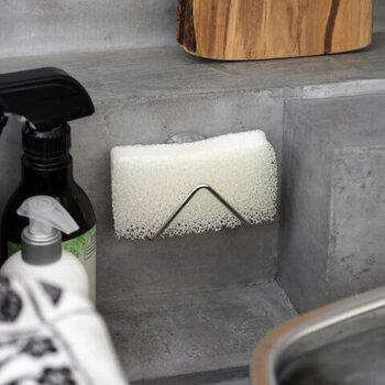 キッチンのラック、スポンジ置き、ふきんかけ、お風呂場の石鹸置き、シャンプー棚...長く使えてしっかり水が切れるようなアイテムを新調しても◎