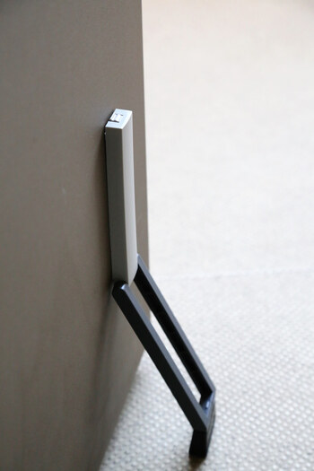 大きな地震だと建物が歪み、ドアの開閉がままならなくなることもあります。とくに地震は複数回起こることが多いです。  揺れを感じたらすぐにドアを開け、ドアストッパーをしておくと安心です。